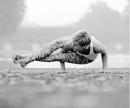 Personal Trainer in Köln für Personal Yoga Training zur Ausrichtung nach Spiraldynamik
